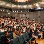映画祭で映画を見る観客席